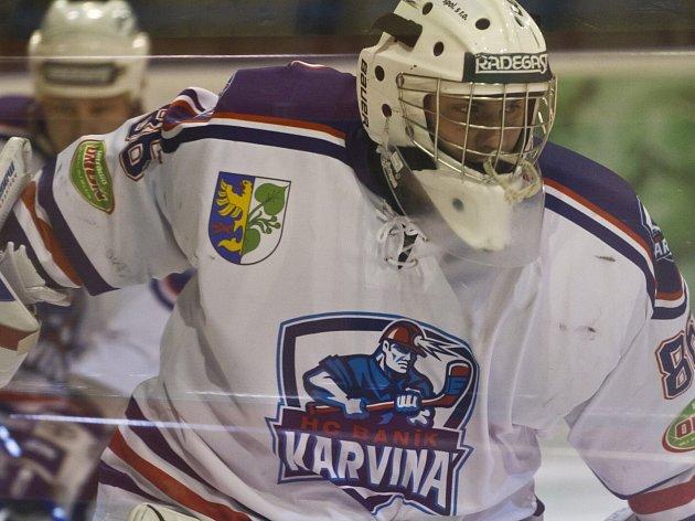 Bývalý gólman Opavy či Karviné David Iláš (na snímku z loňského účinkování v Karviné) se stal hrdinou sobotního utkání v Porubě.