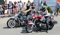 Padl rekord! Přesně 524 motocyklů všech kubatur a druhú dnes projelo Petrovicemi a Karvinou a zastavilo se u karvinského Obchodního centra.