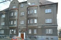 Téměř 100 let starý dům dostane v příštím roce novou fasádu a promění se i jeho okolí.