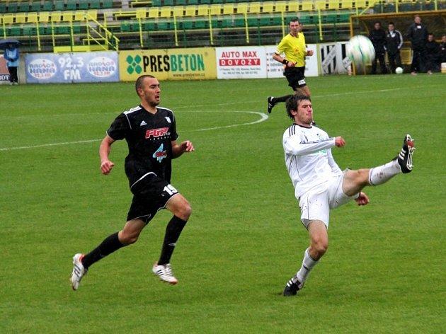 Václav Cverna (vpravo) dostává na stoperu hodně příležitostí.