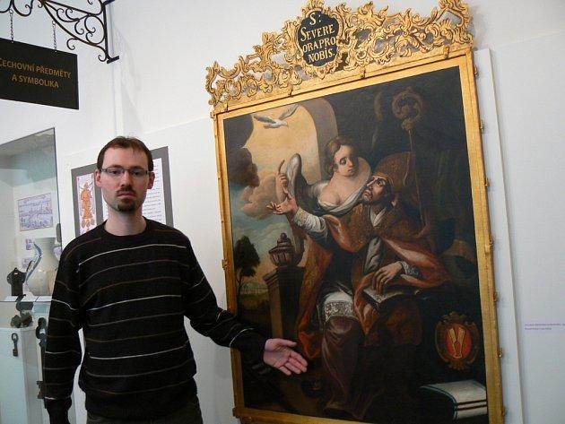Autor výstavy Jan Al Saheb v těšínské výstavní síni.