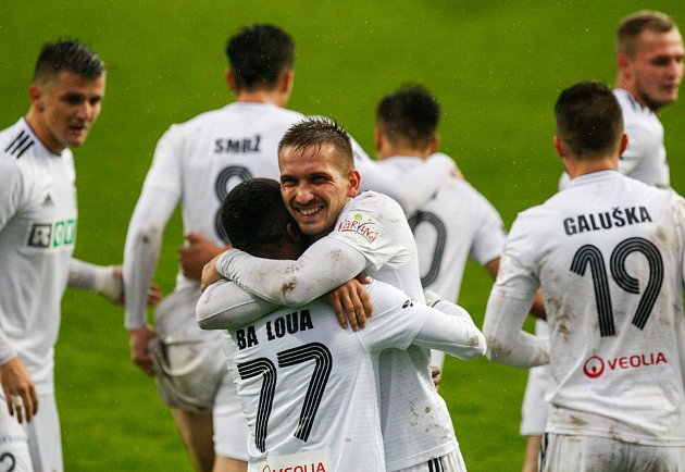 Radost po druhém gólu Karviné byla obrovská. Jenže na konci se smála Olomouc.