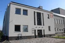 Bývalý kulturní dům Dolu Dukla září novotou. Nový majitel jej postupně opravuje.
