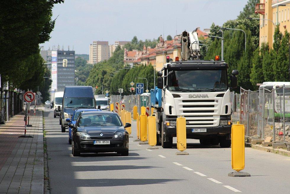 Centrum Havířova je momentálně plné stavebních strojů a dělníků. Opravuje se několik páteřních komunikaci najednou a k tomu ještě nefungují některé semafory na křižovatkách. Hlavní třída.