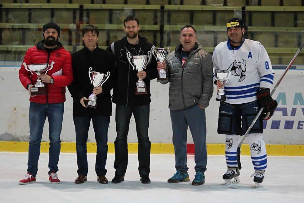 Zápas mezi Starým Městem a Bizony (v bílém) rozhodl o třetím místu pro Staré Město. Druhý skončil Gympl a první Staří Bejci.