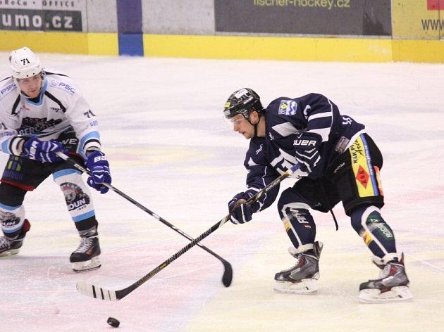 Havířovští hokejisté si doma poradili s Berounem a udrželi náskok na osmé místo v tabulce.