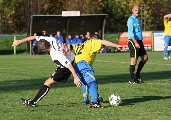 Sobotní derby číslo 1: D. Lutyně - Albrechtice (vbílém).