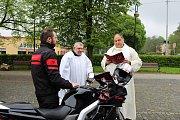 Motorkáři dostali v Orlové tradiční požehnání za šťastné kilometry.