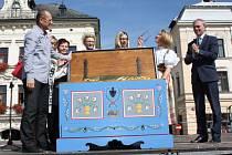 Na náměstí v polském Těšíně byl v pátek zahájen letošní ročník akce Z pokladů těšínské truhly.