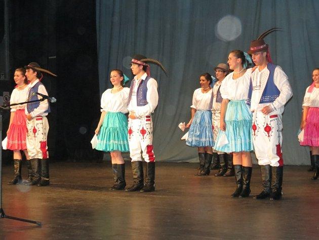 Koncert Souboru lidových písní a tanců Vonička v Kulturním domě Petra Bezruče.