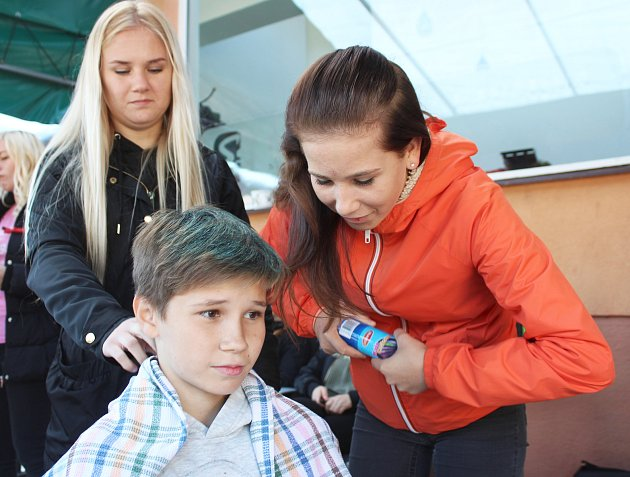 Řemeslo má zlaté dno a baví i mladé lidi. Své obory prezentovali studenti Střední školy Bohumín na akci Den řemesel.