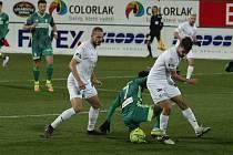 Fotbalisté Karviné prohráli i druhý zápas ligové sezony se Slováckem. A znovu 0:2. Vítězný gól vstřelil v nedělním duelu 31. kola na hřišti Slezanů záložník hostí Vlastimil Daníček (na snímku vlevo) z penalty.
