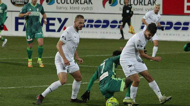 Fotbalisté Karviné (v zeleném) prohráli i druhý zápas ligové sezony se Slováckem. A znovu 0:2.