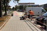 Dokončování cyklostezky podél Dlouhé třídy v Havířově.