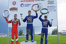 Tomáš Horský se raduje z vítězství ve druhém závodu Mistrovství ČR, které proběhlo ve Vysokém Mýtě.