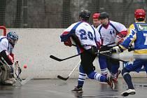 Hokejbalisté přehráli Kovo a drží naději na vyhnutí se přímému pádu z extraligy.