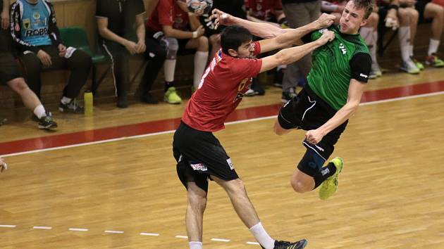 Házenkáři Karviné (v zeleném) porazili Zubří a jdou v poháru dál.