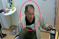 Poznáte muže na snímku?