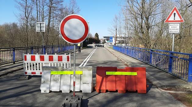 Takto vypadal hraniční přechod Závada - Golkowice v neděli. Od středečního rána je otevřený.
