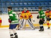 Na ledě havířovského zimního stadionu vsobotu večer od 17.30 do 20.30 hodin byly odehrány tři hokejová utkání hornických celků.