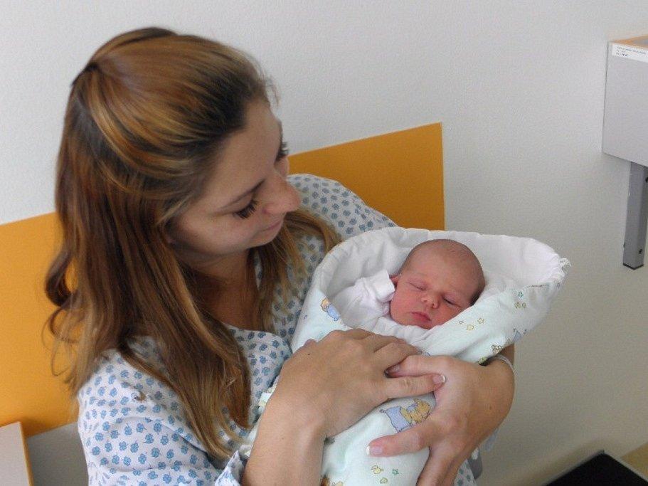 Adélka Rašnerová se narodila 23. září mamince Lucii Melichárekové z Karviné. Když přišla Adélka na svět, vážila 2860 g a měřila 47 cm.