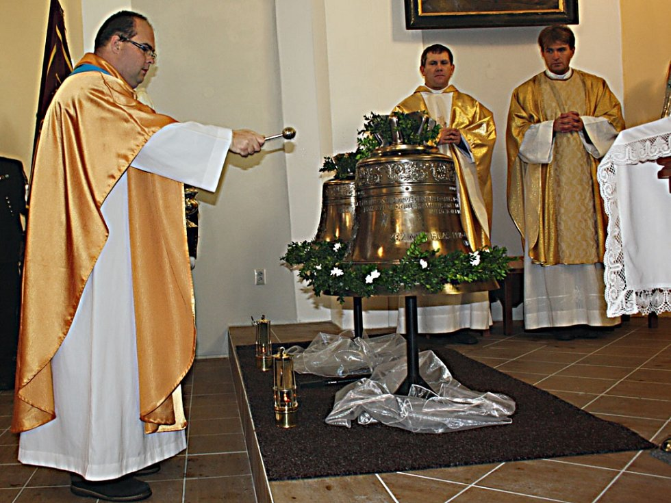 Svěcení zvonů pro karvinský kostel svatého Petra z Alkantary.
