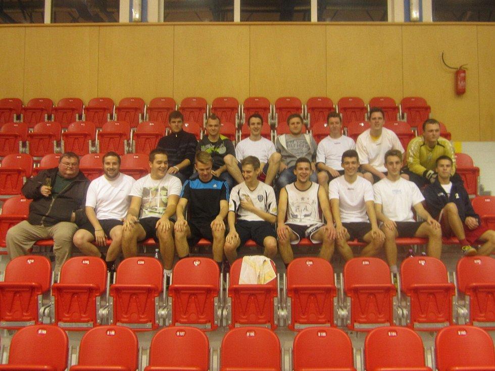 Turnaj v sálovce - tým Albrechtic na hale.