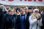 Demonstrace za záchranu nemocnice v Orlové na Karvinsku před zasedáním krajského zastupitelstva.