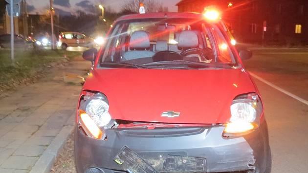 Policie hledá svědky této nešťastné události. K nehodě došlo v Havířově ve Fryštátské ulici. Řidička Chevroletu nedala přednost v jízdě a srazila se s Fordem.