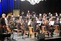 Ve zcela zaplněném sále Kulturního domu Leoše Janáčka v Havířově se v pátek večer konal tradiční Novoroční koncert.