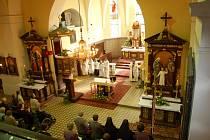 Kostel je poutním místem díky obrazu Panny Marie Růžencové Starobohumínské.