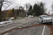Nehoda dvou osobních automobilů.