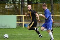 Rostislav Groš (vlevo) a jeho spoluhráči prohráli v Hradci nad Moravicí a definitivně přišli o možnost postupu.