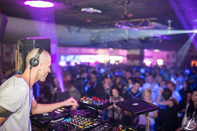DJ Nuff.