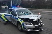 Nehoda, ve které figuroval policejní vůz.