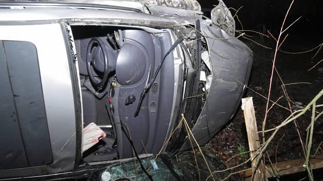 Nehoda osobního automobilu a kamionu v Dětmarovicích.