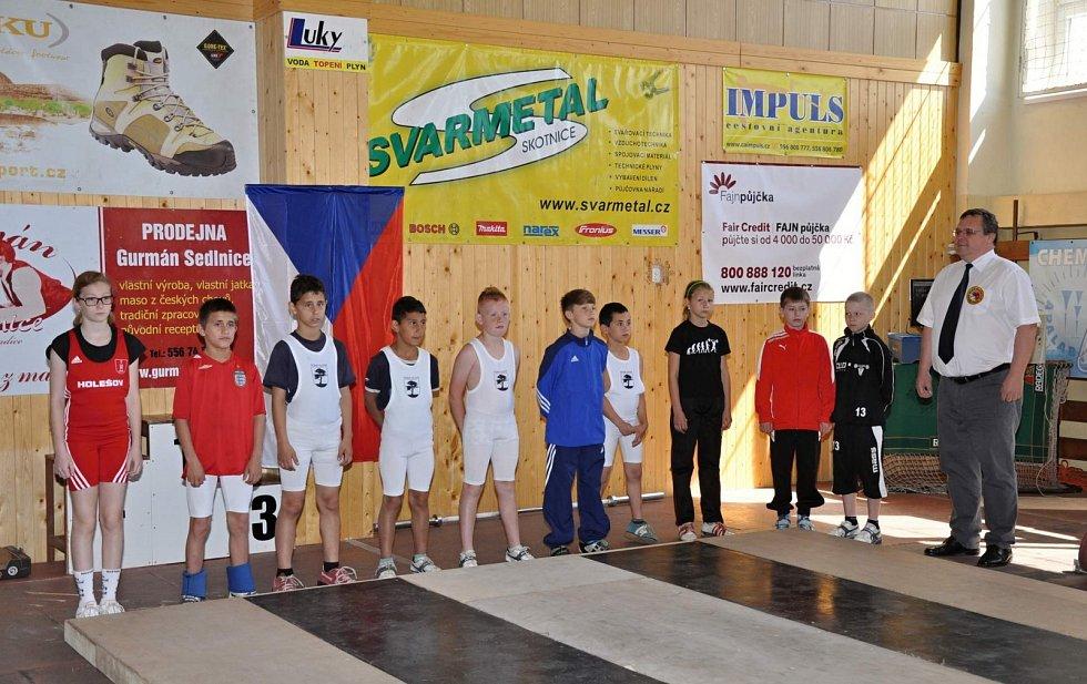 Přehled medailistů na mistrovství republiky v Příboře, kde exceloval Matěj Moskál.