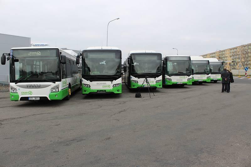 Nové nízkopodlažní autobusy s pohonem na zemní plyn pro městské a příměstské linky v Havířově.