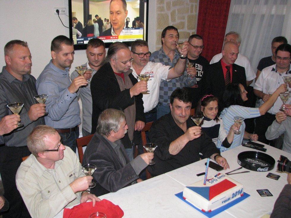 Krajský štáb SPD+SPO v Havířově při vyhlašování výsledků voleb.