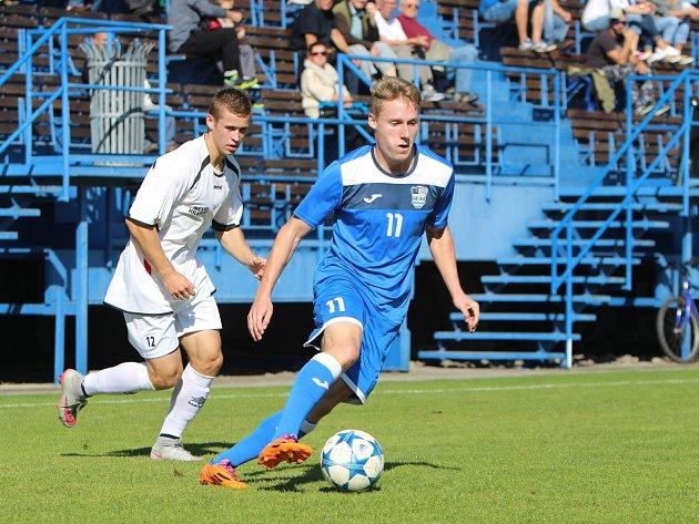 Havířovští fotbalisté (v modrém) vyhráli nad Hranicemi.