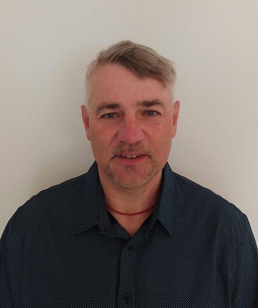 Ředitel ZŠ a MŠ vDětmarovicích Robert Lindert.