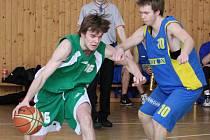 Basketbalová juniorka Karviné se zlepšuje (na snímku vlevo Tomáš Kraina).