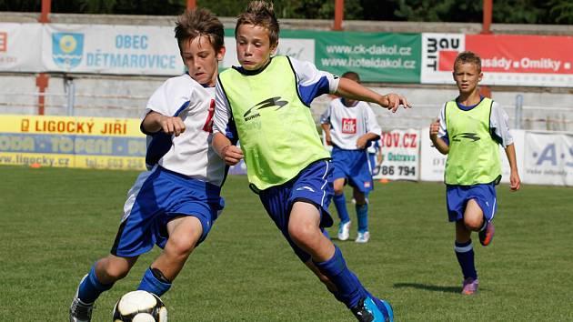 Fotbaloví mládežníci opět bojovali s vervou o každý míč.