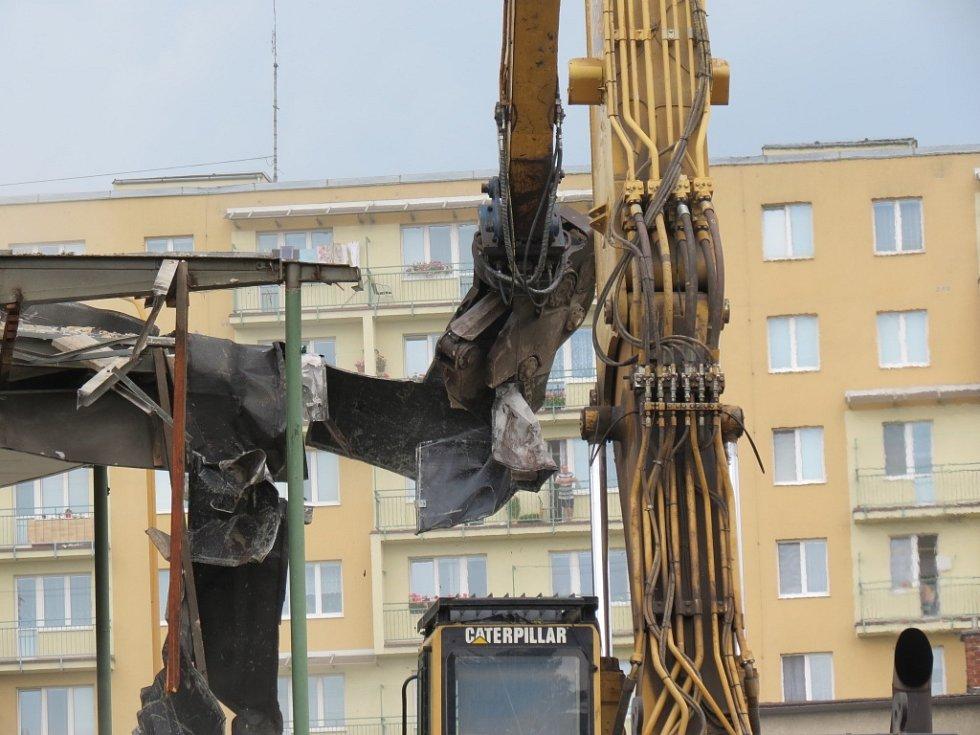 Demolice rotundy autobusového nádraží v Havířově.