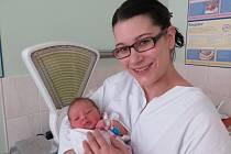 První miminko Havířova v roce 2015 - malá Anička se svou maminkou. Váha 3,46 kg, míra 50 cm.
