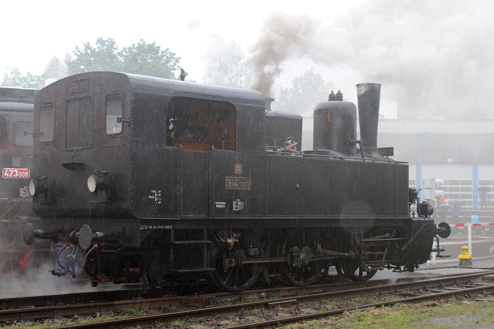 Ani deštivé počasí nedoradilo v sobotu stovky příznivců vlaků a všeho okolo od návštěvy Dne železnice v zákulisí bohumínského vlakového nádraží.