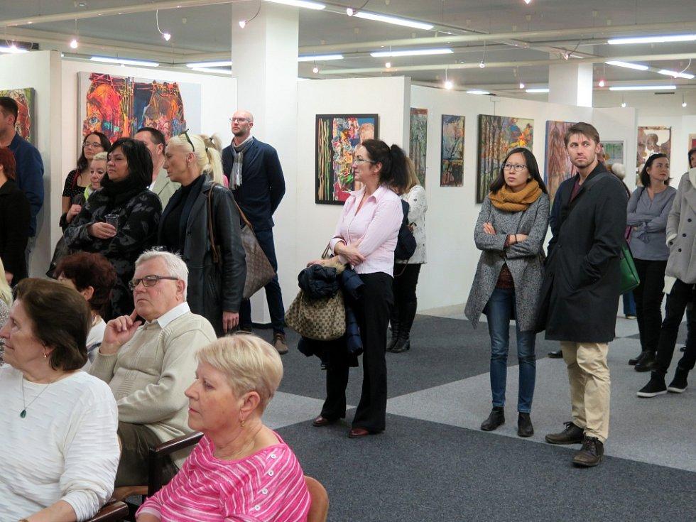 Britský umělec David John Lloyd a zahájení jeho výstavy v havířovské síni Viléma Wünscheho Kulturního domu Leoše Janáčka v roce 2019.
