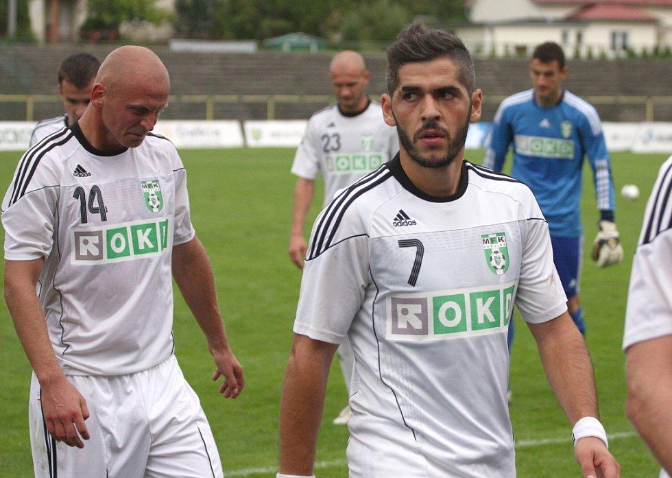 Karvinští fotbalisté (v bílém) doma znovu selhali střelecky a na rozdíl od Zlína i herně.