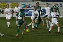 Fotbalisté Karviné (v zeleném) prohráli v úvodním jarním kole na Slovácku 0:2. (16. ledna 2021).
