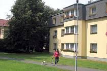 Kostel, kulturní dům, hospoda, škola, školka, internet zdarma, moderní sportoviště, ale také nové byty pro mladé rodiny to je magnet, který táhne lidi do Stonavy.
